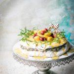 Piernikowy tort bezowy z masą makową.