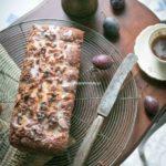 Marcepanowy keks ze śliwkami (bez laktozy, bez glutenu, wege)